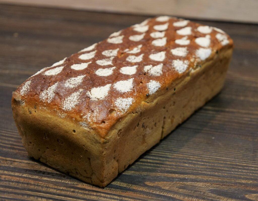 Chleb żytni z ziarnami
