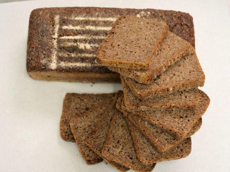 Więzienny chleb razowy na zakwasie